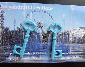 Key blue enamelled measuring 34 x 10 mm