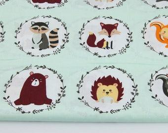 Tissu  100% coton imprimé 50x160 cm, forest animals in circles on a cream background , animaux de la forêt en cercles sur un fond de menthe