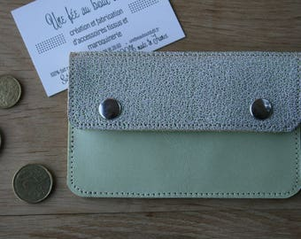 Small pouch in lime green leather with snap and flap range card in metallic green leather grained on the back