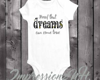 Cute baby bodysuit, cute baby onesie,  one-piece shirt - Proof that dreams come true - Positive quote onesie