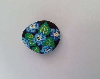 Pebble flowers magnet
