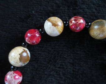 Bracelet with pearls sprinkled landscape and Jasper red-fuschia