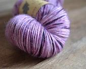 Macaron - Echeveau de baby alpaga teint à la main