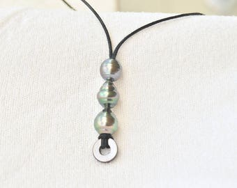 Necklace with 3 Baroque Tahitian pearls