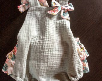 Pretty cosy romper in double gauze and Liberty