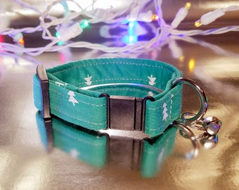 Cute Green with White Evergreens Pattern Cat Collar- Holiday/Winter/Christmas Collection