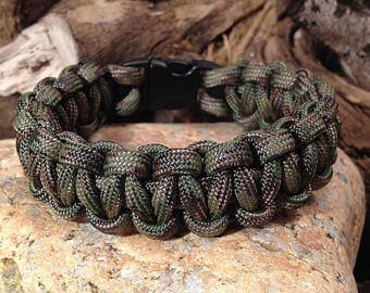 Paracord Bracelet / survival bracelet