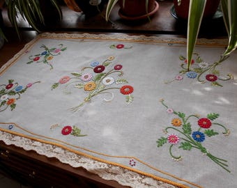 Antique Italian embroidered doily, embroidered doily, antique linens, antique embroidery, linen doily, embroidered runner