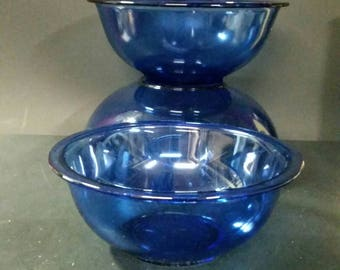 Pyrex blue mixing, nesting bowls.  Set of 3.