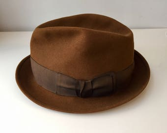 Men's brown fedora with flat bow, 1950's