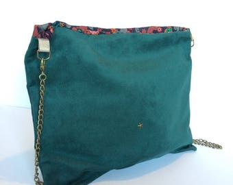 Green shoulder bag with brass chain / suede and star pattern
