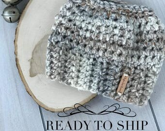 Ready to Ship//Messy Bun Beanie//Messy Bun Hat//Trendy Winter Hat//Ponytail Hat//Neutral Hat Color