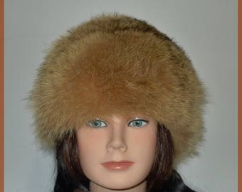 Warm Vintage Blond Raccoon Cloche Fur Hat - S/M   -  Confortable chapeau de chat sauvage blond en très bon état.
