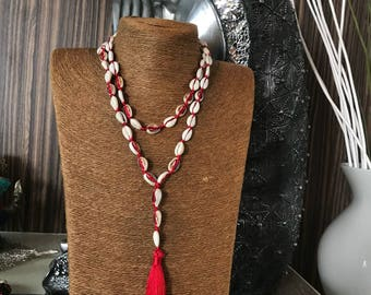 Shell necklace with tassel