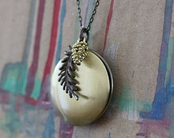 PINUS PINEA vintage Locket
