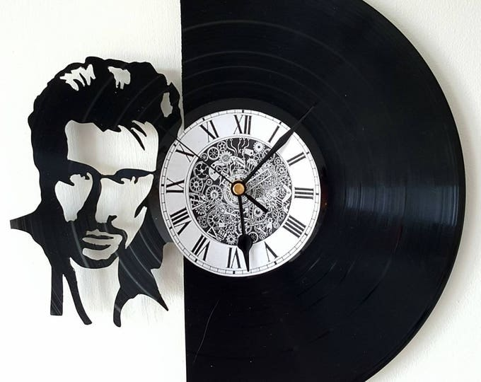 Vinyl 33 clock towers theme Johnny Hallyday
