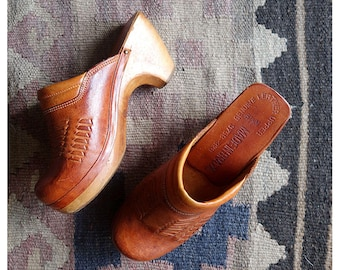 Vintage clogs / vintage Brazilian Clogs / 1970s tan leather clogs