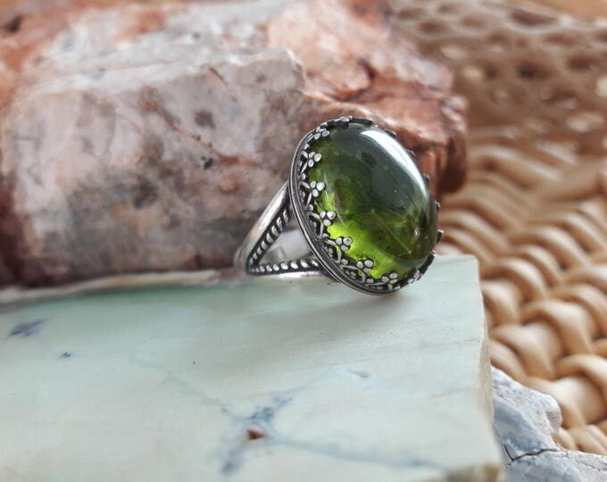 13.9ct 18 x 13mm gorgeous apple green Arizona Peridot split shank sterling silver ring