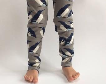 "Eddie & Bee organic cotton leggings in ""penguin huddle"" print"