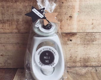 U Melt Me Gift Set. Wax Melts, Ceramic Burner, Tea light and Gift Wrapping!