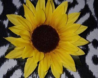 Sunflower Hair Clip, Flower Clips, Yellow flower clip, Pin Up Hair Clip, Pin Up hair Flowers, Girls Hair Clip, Girls hair flowers