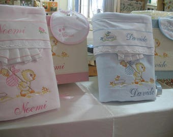 Complete layette box, blankets, bed sheets, baby bib