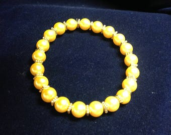 Yellow glass pearl bracelet with elastic thread