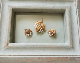 Vintage Gold/Pearl Brooch Set