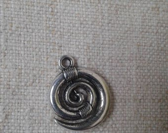 "set of 5 ""spiral"" charms in silver"
