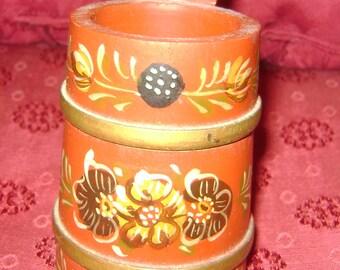 vintage handbeschilderd HINDELOOPEN Wooden Folk Art Round Wall Jar - Flowers - signed HB