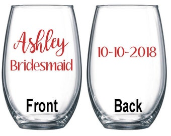 Set of 4 / Personalized Wine Glass / Bachelorette Party / Bridal Party Wine Glasses / Wine Glass / Bridesmaid Gift / Wedding Wine Glasses