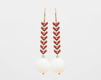 Earrings in silver gilded with fine gold, enamel and white agate