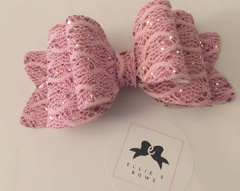 Lace and pink glitter - medium bow