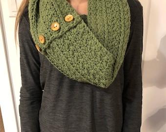 Crochet women's infinity scarf
