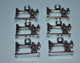 4 x Sewing Machine Charms 20x15mm Antique Silver Tone