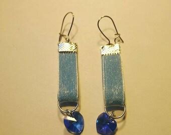 Pretty earrings mounting blue organza