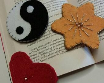 Corner bookmarks made of felt