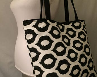Beach bag, shoulder tote bag,over night bag, gift to mom sister friend  bag.lining with 3 comportment.
