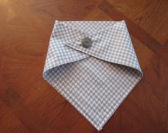 Medium Grey and white dog bandana with silver button