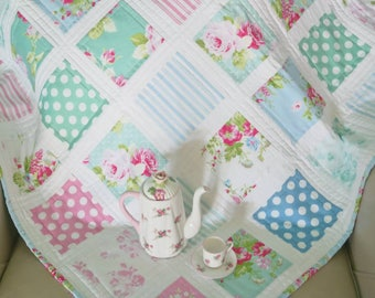 Floral Baby Quilt in Blue