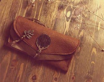 Felt purse with ornament and Makrameeverzierung