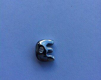"Charm in silver letter ""E"""