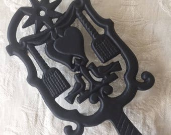 Mint Condition Vintage Wilton Cast Iron Trivet