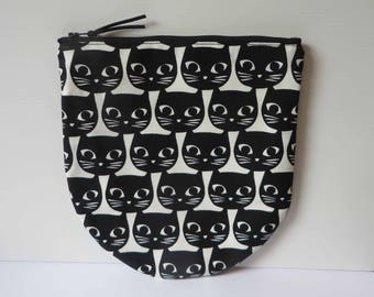 Black cats zip purse with circle base