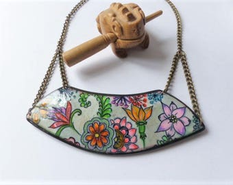 Hand - painted flowers - effect porcelain - polymer clay bib necklace bronze chain