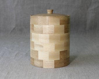 Food container made of wood