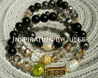 Combined with grey tones black bracelet
