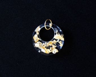 Round resin pendant and gold leaf