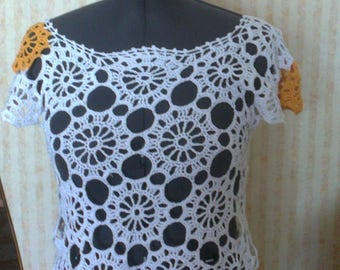 White top with bright spots