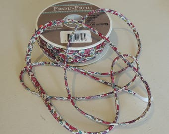 Fancy white floral spaghetti Ribbon red and green tone